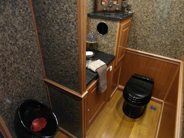 Rent restroom trailers greenwood indianapolis for Porta johns for sale